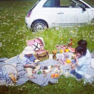 #Life is a Picknick, well not with 3 kiddo's who attack the food before a picture is taken.. 🙃  #Sunday #Picknick #Organic #Slowliving #Fiat500
