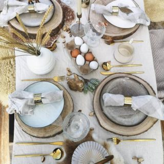 Happy Easter All in these Crazy times🐇  Let's not forget what counts most.. 💛🌸🐰 #easter #happyeaster #celebrate #tableware #tabledecor #Tablesetting #Pampasgrass #madamestoltz