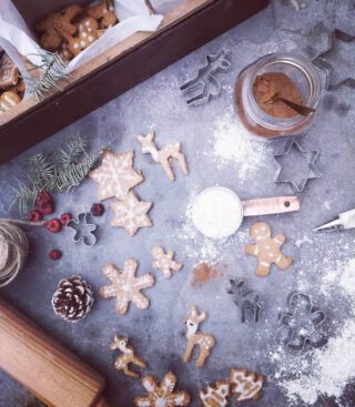 These #ChristmasCookies are so Cute but a Bitch to make🙃  #gingerbread #gingerbreadmen #Vegan #Sugarfree #Glutenfree